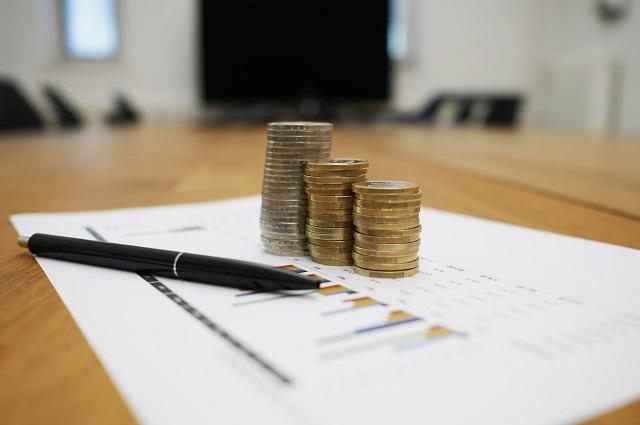 Pieniądze i kartka papieru